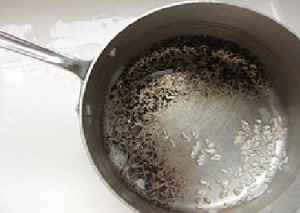 Baking soda to clean pots